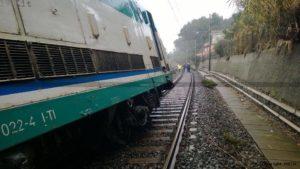 treno deraglia