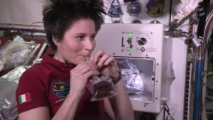 astrosamantha beve isspresso