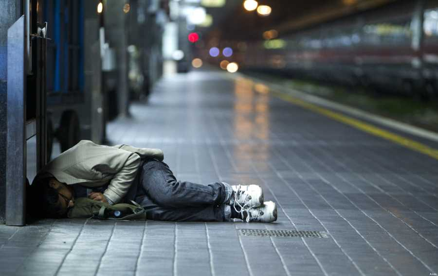 poveri bisognosi stazioni