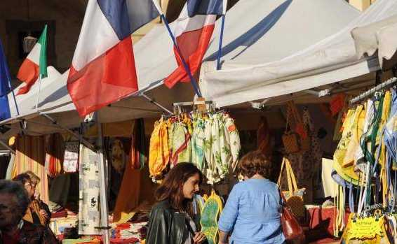 turisti francesi toscana