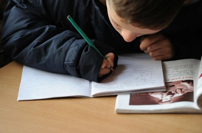 Risultati immagini per bambino a scuola