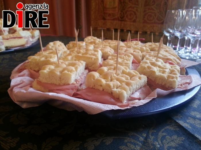 Pizza bianca con mortadella_cibo