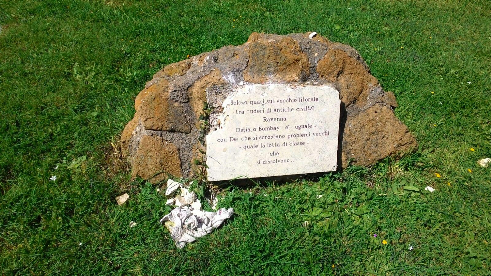Ostia, danneggiato il monumento a Mussolini
