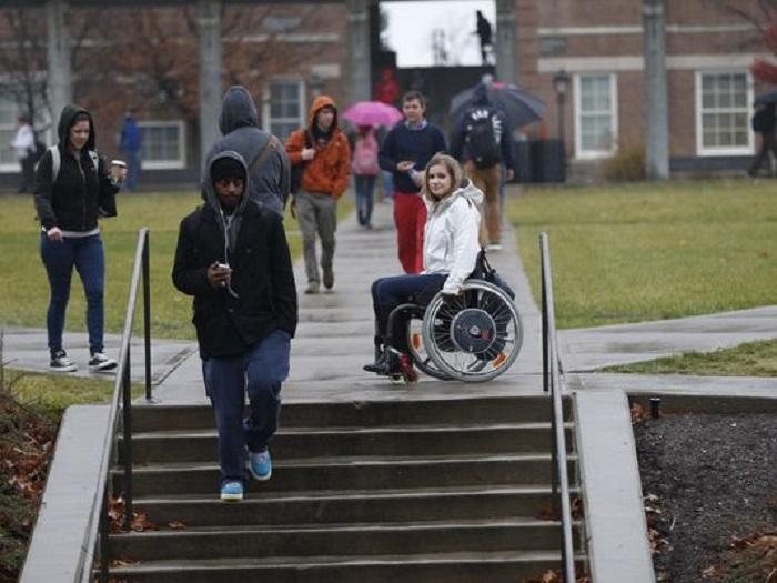 studente sedia rotelle
