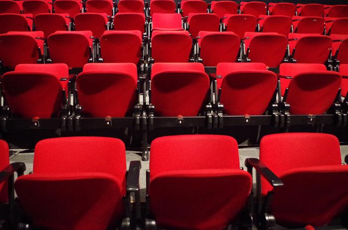 teatro_cinema_posti vuoti_poltrone