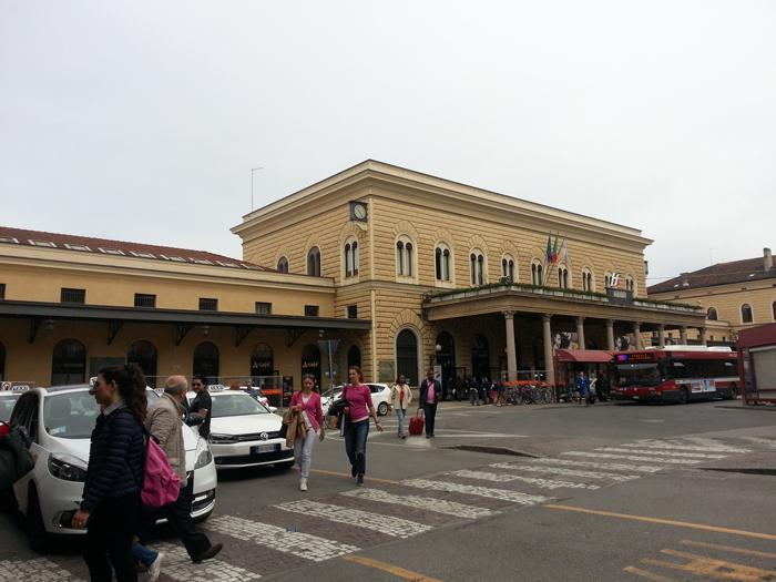 Bologna, il treno riparte senza la mamma: bimba sola salvata dalla polizia