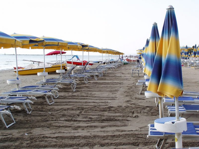 Rimini da fine maggio spiagge illuminate dal tramonto allalba