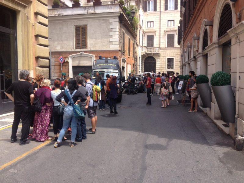 Roma, Teatro Valle rioccupato e sgomberato: tensione tra attivisti e polizia