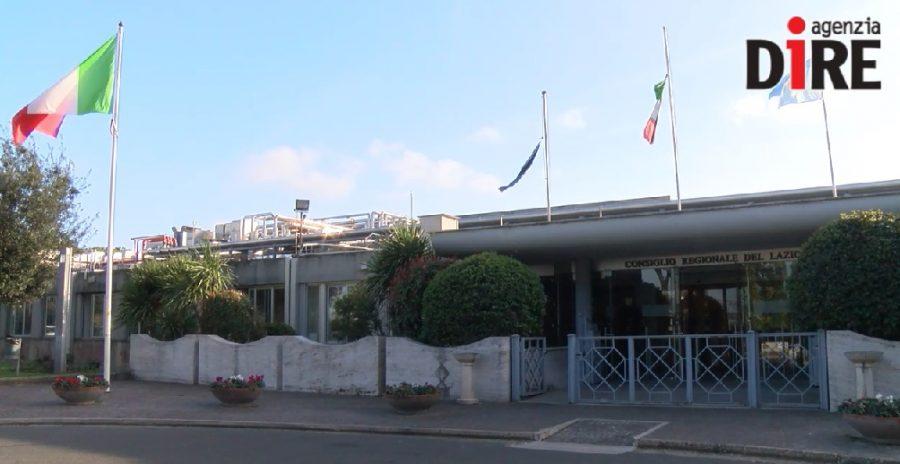 Il Lazio approva legge contro tabagismo: stop fumo vicino ospedali e scuole