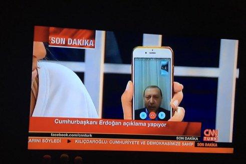 Turchia_Erdogan via Faetime_Fonte Twitter