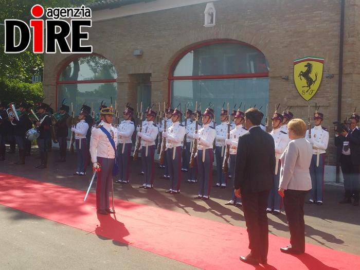 Renzi accoglie la Merkel a Maranello per un vertice Italia-Germania
