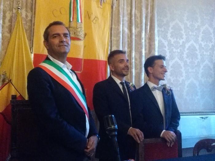 Napoli: celebrata la prima unione civile, a nozze il presidente Arcigay