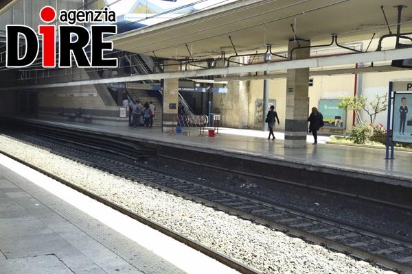 Roma,si stacca anta porta treno metro B