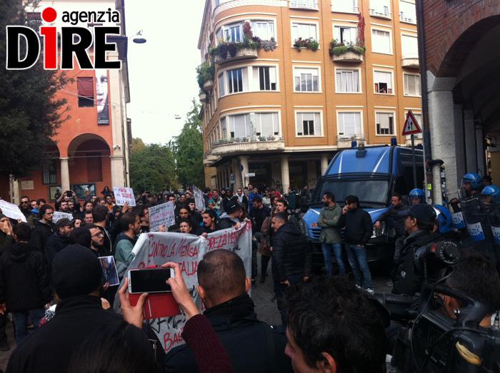 Mensa Università di Bologna: altro giorno di scontri in piazza Puntoni