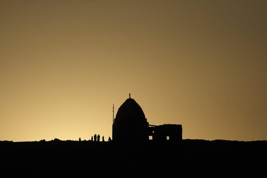 Esplosione in una chiesa copta del Cairo: almeno 20 morti