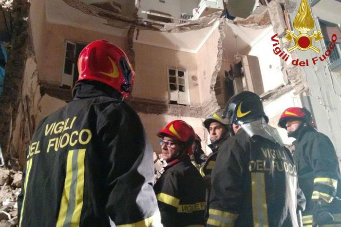 Crolla palazzo a Catania, una vittima e quattro feriti