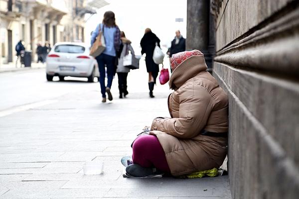 povertà poveri (1)
