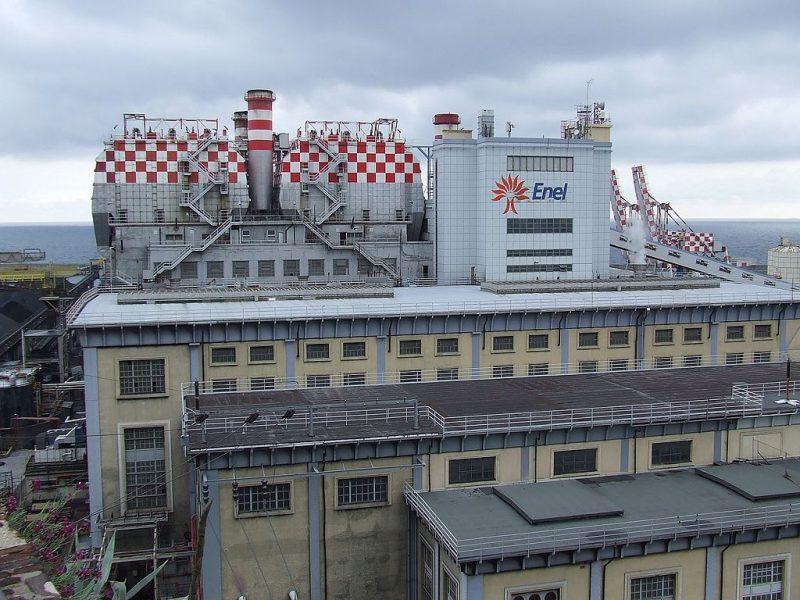Lanterna_Genova,_vista_su_centrale_elettrica_-_panoramio