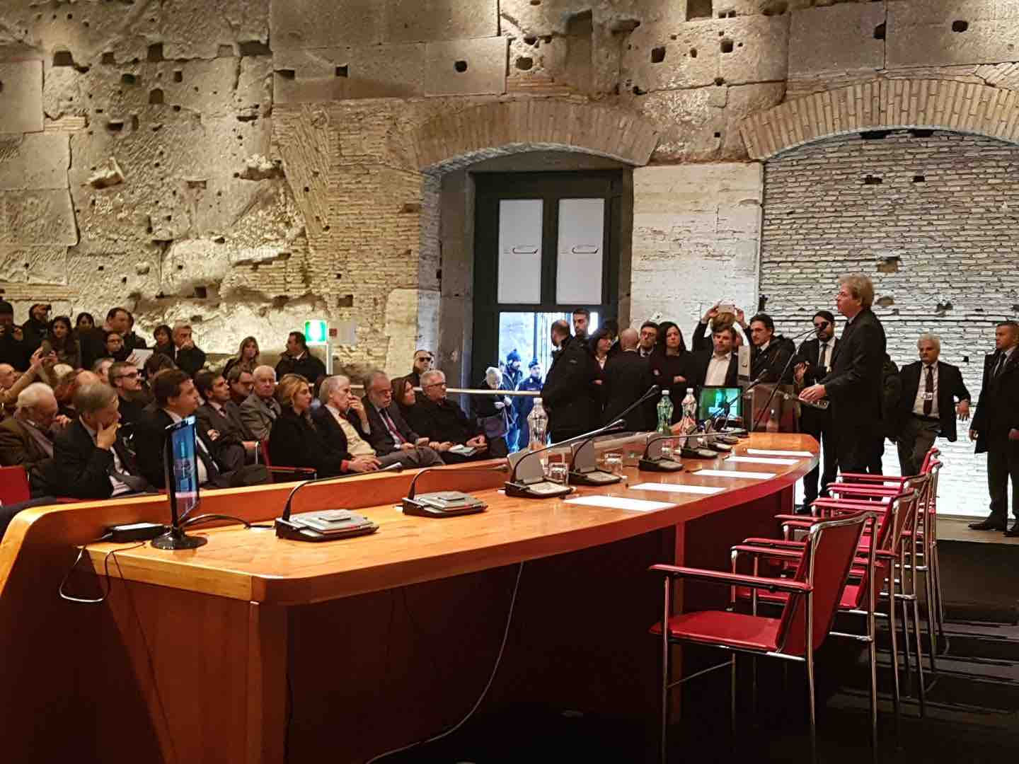Roma: Gentiloni, serve efficienza
