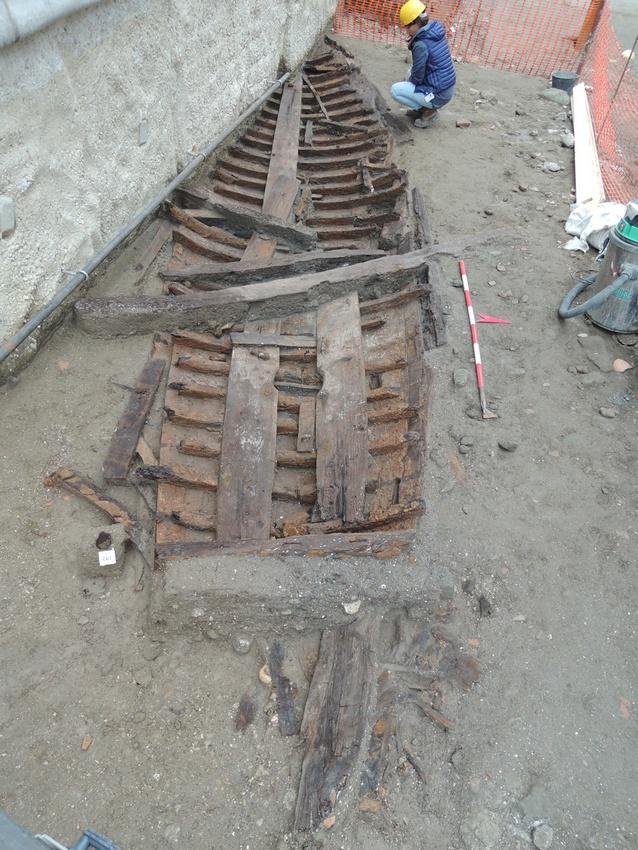 Navi romane a napoli il restauro una sfida l 39 iscr studia un nuovo metodo - Le 12 tavole romane ...
