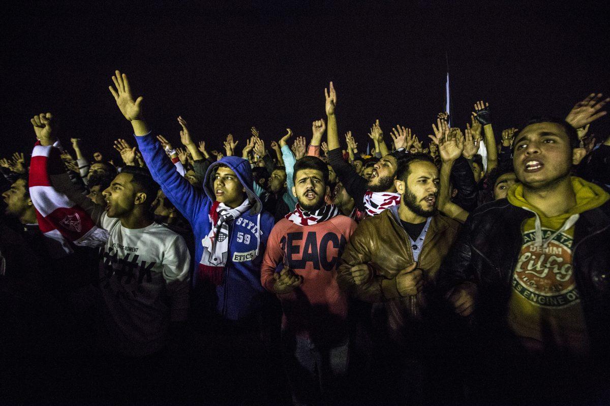 Nelle foto: una manifestazione degli ultras 'White Knights' nell'anniversario della strage dell'Air Defense Stadium. Ibrahim Ezzat, Il Cairo, febbraio 2016