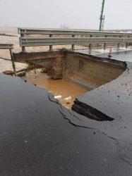 Maltempo, in Sardegna crolla un ponte. Morta una donna