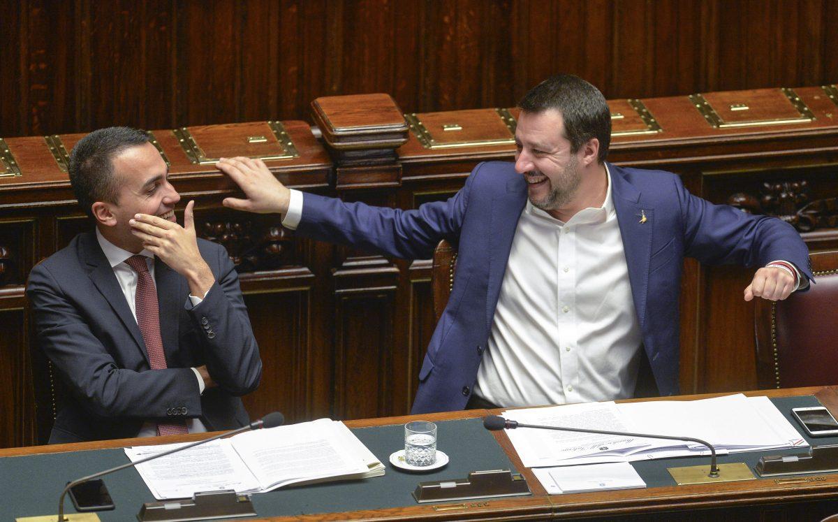 Salvini con la Polizia, Di Maio acchiappa i Carabinieri