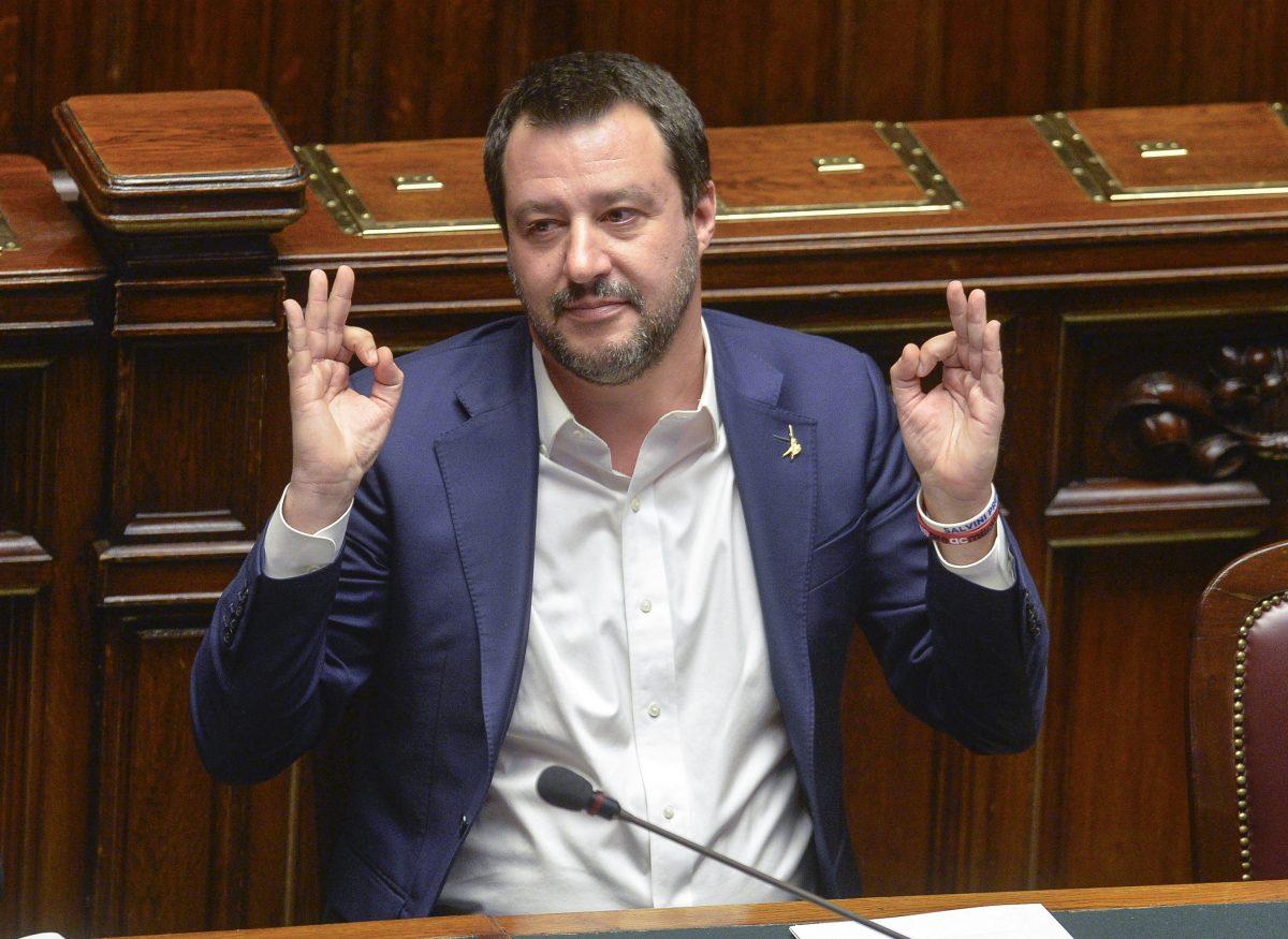 I 'grillini' votano l'indovinello,  Salvini mangia pecorino sardo a tutto spiano