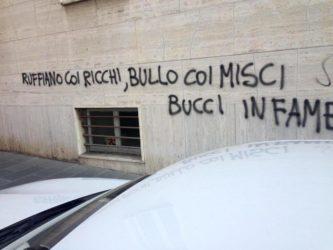 bucci infame_scritte_muro
