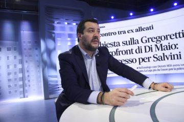 """Caso Gregoretti, la difesa di Salvini: """"Nessun sequestro, a bordo due scafisti"""""""