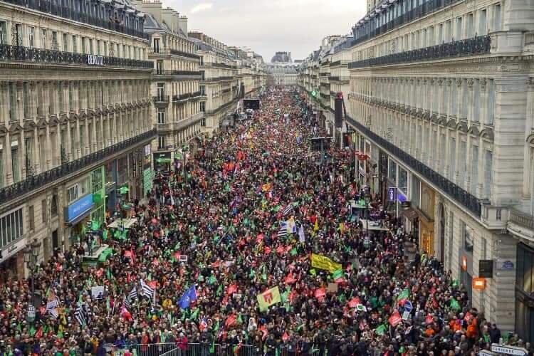 Pma in francia per tutte le donne oggi la legge al for Leggi approvate oggi al senato