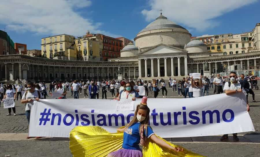 VIDEO | Operatori del turismo e animatori in protesta a Napoli ...