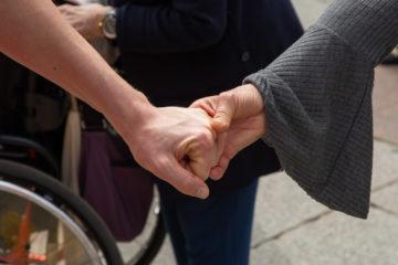 Famiglie di studenti con disabilità in presidio a Bologna