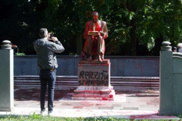statua indro montanelli imbrattata