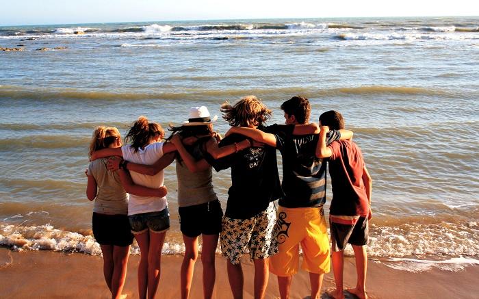 giovani spiaggia