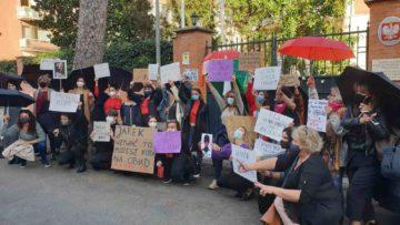 FOTO | VIDEO | A Roma la manifestazione contro lo stop all'aborto terapeutico in Polonia