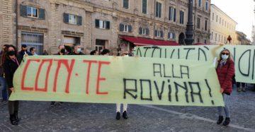 """Presidente i cittadini protestano… """"dategli il 'grano"""