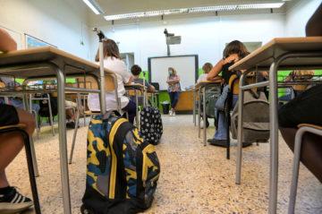 scuola_aula_banchi