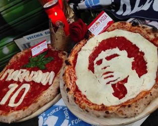 diego armando maradona_omaggio milano_pizze