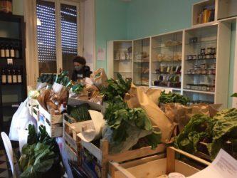 VIDEO | Milano, eccedenze e acquisti col crowdfunding: a San Siro cibo sano per i poveri