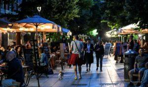aperitivo_locali_gente_sera_estate_movida