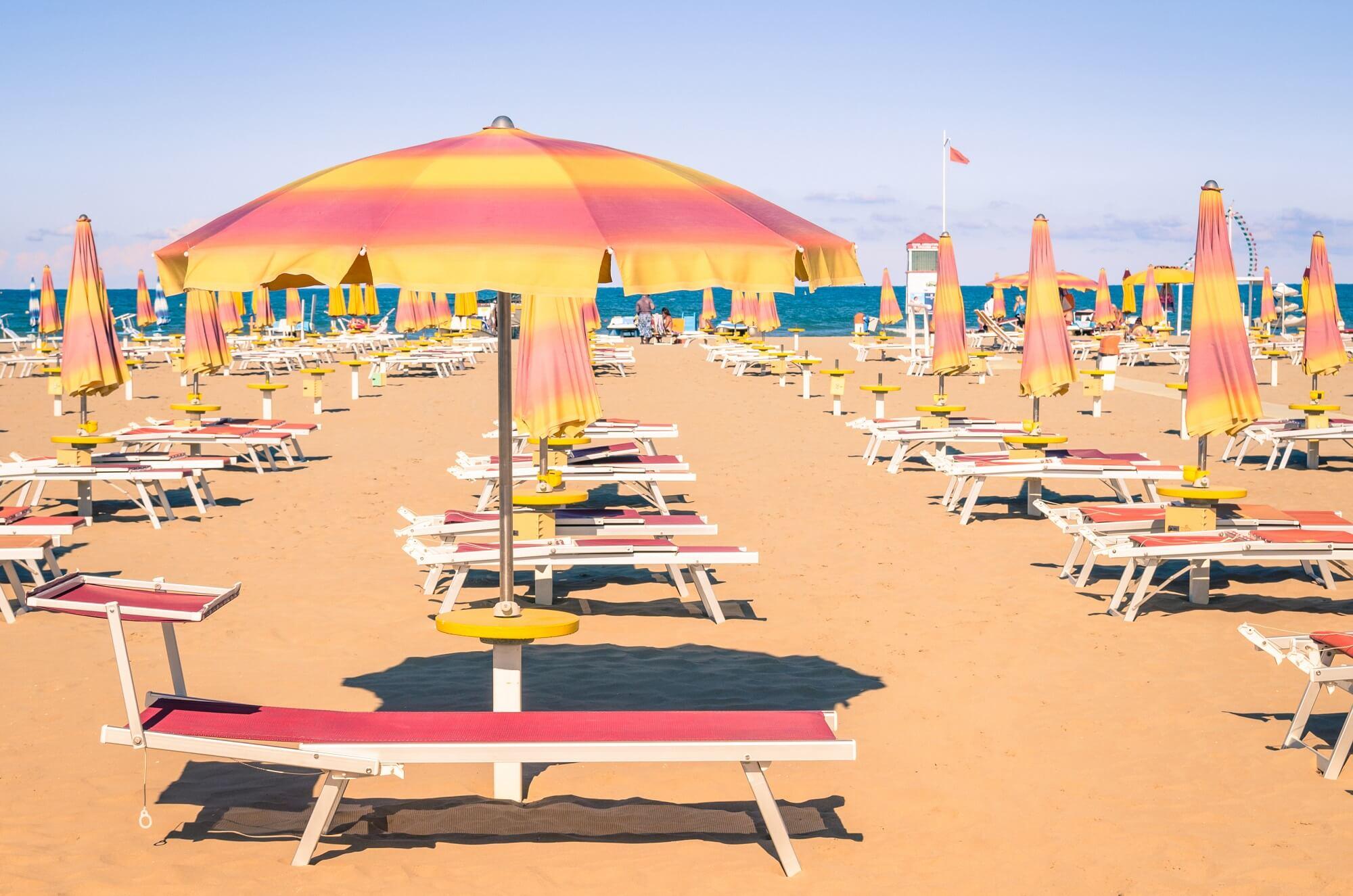ombrelloni_spiagge_vacanze_riviera_estate_mare