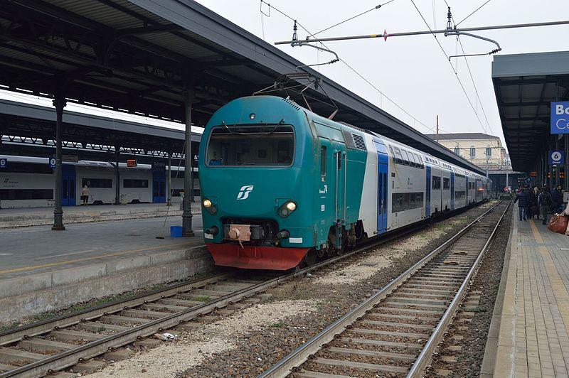 ferrovia treno stazione