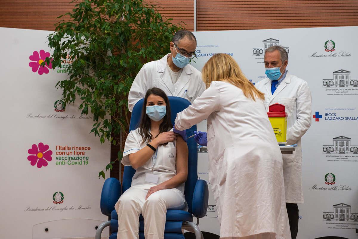 VACCINE DAY VACCINAZIONE ANTI COVID 19 PRESSO L'OSPEDALE SPALLANZANI