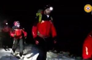 Escursionisti dispersi sul monte Velino, anche l'esercito partecipa alle ricerche: allestite strutture da campo – Video