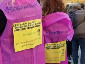 """I ristoratori scendono in piazza a Genova: """"Vogliamo lavorare"""""""