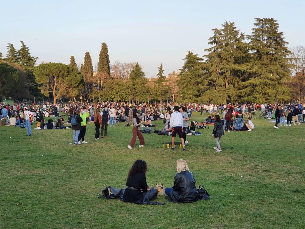 Giardini margherita assembramenti bologna parchi