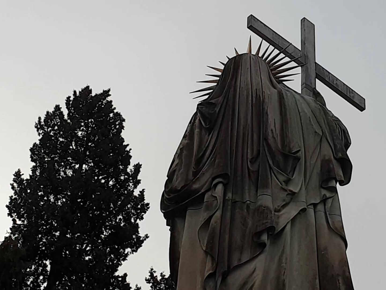 genova statua chiesa