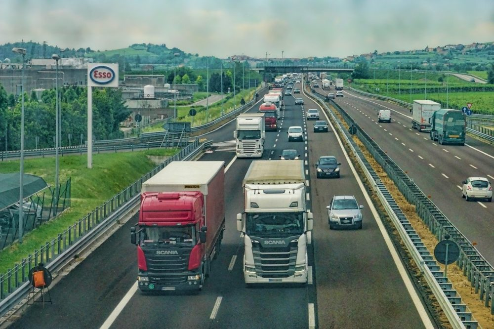 camion autostrada mezzi pesanti