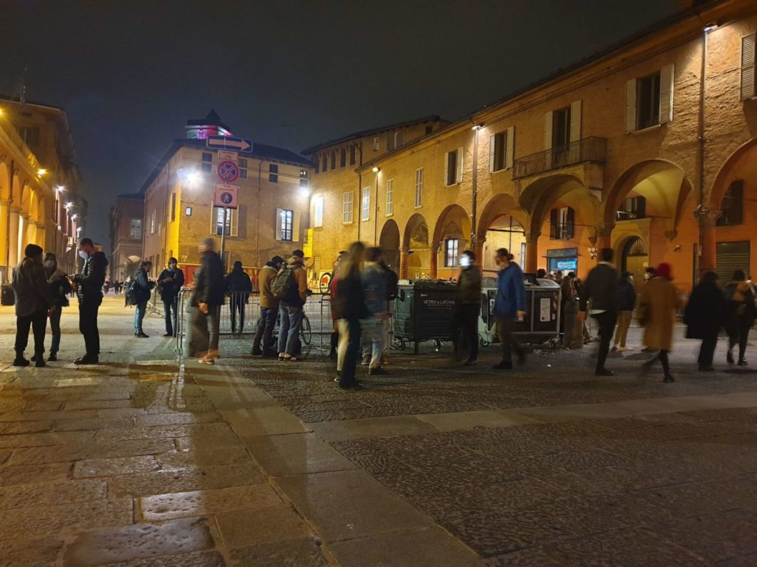 piazza verdi assembramenti bologna